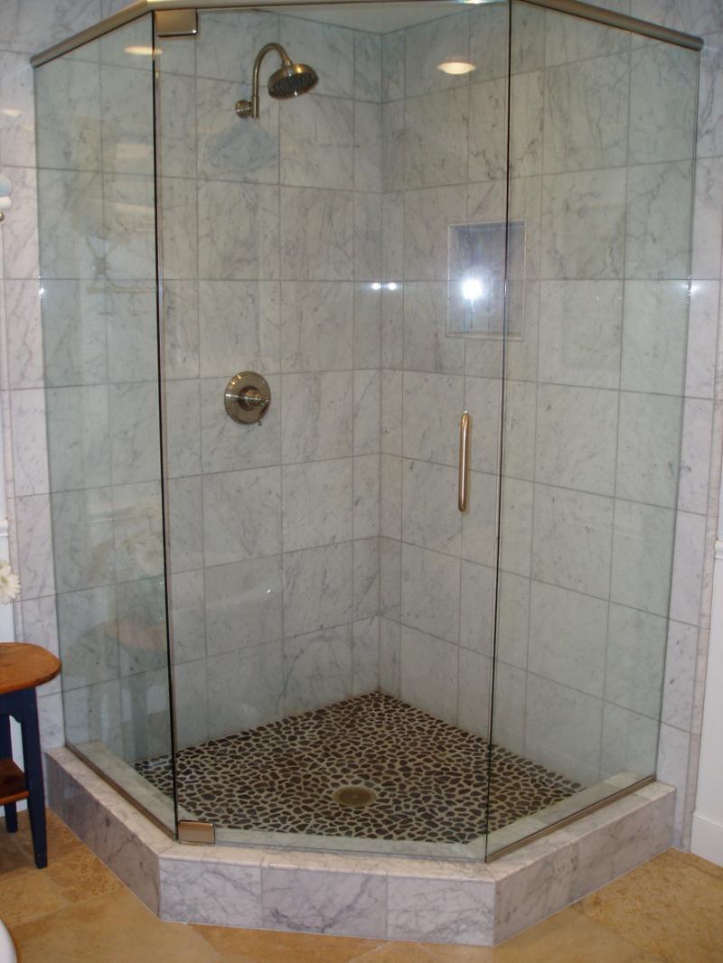 угловой душ из плитки